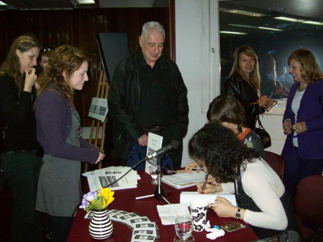 """Presentación Libro De Amares en la Biblioteca Nacional (Karina Roldán)<br>En la presentación oficial de mi primera obra literaria """"DE AMARES"""". 06 septiembre 2009."""