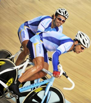 [Photo credit: Xinhua] Juan Esteban Curuchet and Walter Fernando Perez of Argentina clinch the gold in Men's Madison competition.Spain finished second to take the silver. Bronze medalist is Russia.