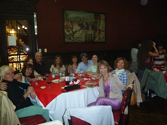 De izquierda a derecha: Lilia Leirado, Virginia Prozzi, Ana María García, Augusto Lapeyre, Patricia Leal, Claudia Sharovsky, Rolando Gómez, Vanesa Pawlowski, Susana Bravo, Marta Palamas. [Foto Rolando Gómez]