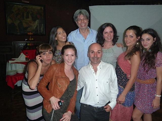 De izquierda a derecha: Carolina Vespertino, Malena Rivero, Ginette Stabio, Rolando Gómez, Hugo Ucha, Costanza Asquini, Mariela Cacopardo, Lucía Marín. [Foto Rolando Gómez]