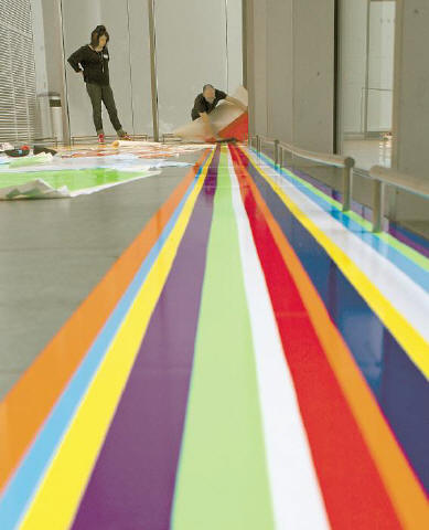 [HEUICHULKIM]GOING UP Artist Jim Lambie's 'Zobop' (2006) is installed yesterday at the Museum of Modern Art for the upcoming exhibit 'Color Chart: Reinventing Color, 1950 to Today.' The exhibit, which opens March 2, will explore the impact of mass-produced color on contemporary art.