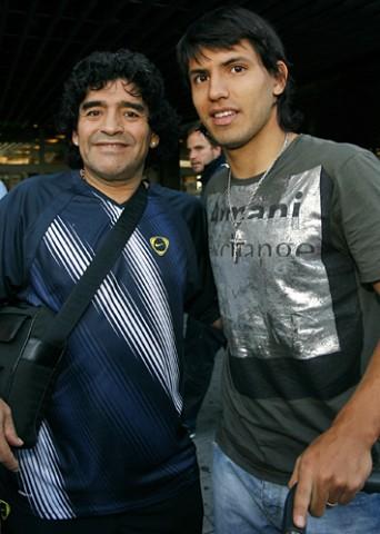[FOTOS: Ángel Gutiérrez]El Kun Agüero llegó a Madrid procedente de Pekín acompañado por Maradona