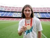 Comienza a trabajar Sólo aterrizar en Barcelona, Leo Messi ha ido a casa a cambiarse y se ha acercado hasta las instalaciones del Camp Nou. El argentino ha saludado a sus compañeros antes del entrenamiento del primer equipo y acto seguido ha estado haciendo trabajo aparte.