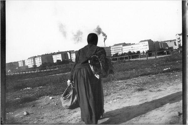 """[Photo: Images provided by Academy of Arts Berlin] """"Woman Carrying Bags, Looking Toward Charlottenburg,"""" by Heinrich Zille, 1898 """"But Italians actually living there worried about their local churches and hometown painters, their Zilles. Constantino Centroni, then the superintendent for art in Umbria, summed it up best. 'Each of us, myself included,' he said, 'has deep roots in these places where we were born, and each of us wants his church or bell tower because it represents his own culture and heritage.'"""" Article: Lively Eye on Old Berlin: Wonderful Life, Ja?"""